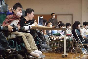 新型インフルエンザ対策で、みんなマスクで鑑賞!